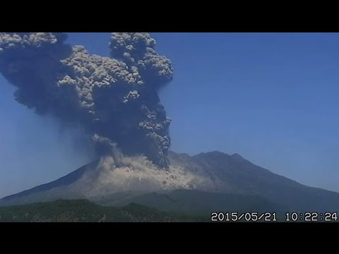 5/22/2015 -- Major eruption in Japan last for HOURS -- Six huge blasts @ 2 angles -- 2hr 30min long!