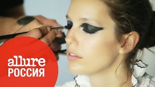 Модель Эмили Дидонато примеряет модный макияж весны на съёмке обложки Allure