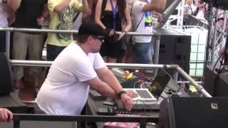 Reboot plays Caminando at Love Family Park 2010