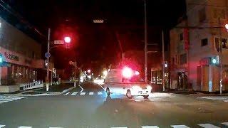 深川地区消防組合の救急車がモーターサイレン吹鳴させ怒涛の赤信号突入