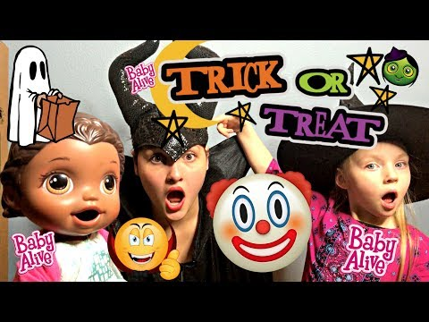 BABY ALIVE does TRICK or TREAT! CLOWNS and WITCHES. The Lilly and Mommy Show. The TOYTASTIC SISTERS