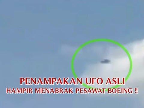 """VIDEO PENAMPAKAN UFO ASLI """"HAMPIR MENABRAK PESAWAT BOEING ..."""