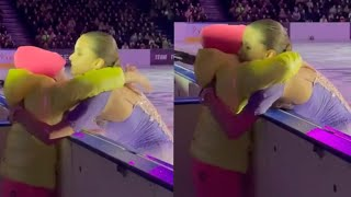 Камила Валиева трогательно обняла болельщицу после проката на шоу Тутберидзе