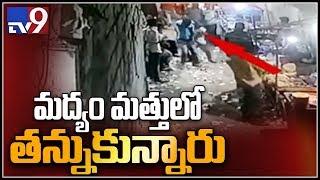 Wine shop customers, staff fight in Hyderabad - TV9