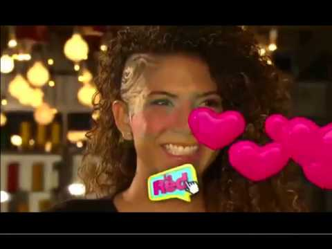 Carla y su novia se dan besotes en la boca - 1 part 1