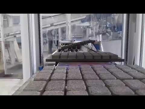"""Опция для производства """"мытой""""  тротуарной плитки. Вибропресс Sumab R-400"""