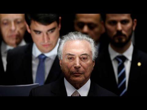 Temer toma posse. Dilma se despede com declaração de guerra