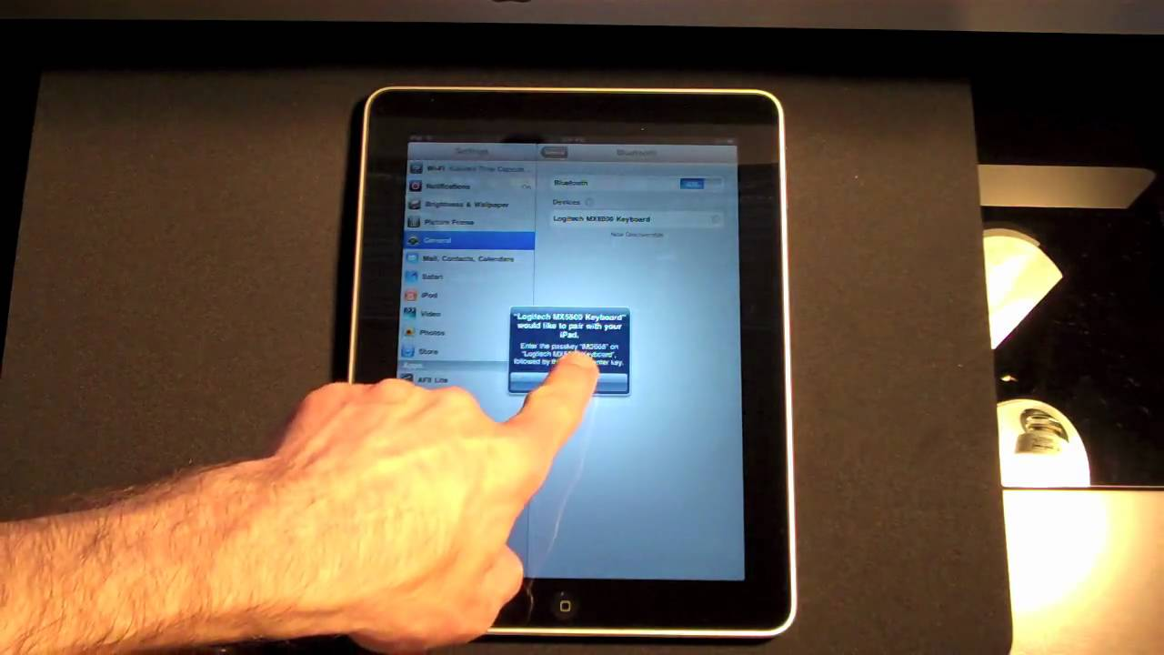 apple ipad connecting a bluetooth keyboard youtube. Black Bedroom Furniture Sets. Home Design Ideas