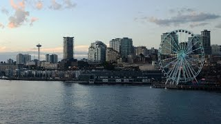 The Seattle Great Wheel lights up the waterfront