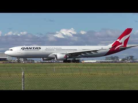 Qantas Passenger Planes at Melbourne Airport - Plane Spotting Melbourne Airport