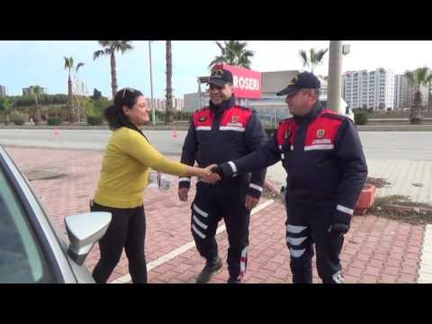 Jandarma Bu Kez Sürücüleri Hediye İçin Durdurdu