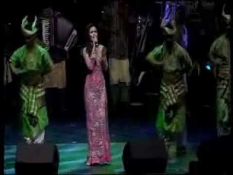 Siti Nurhaliza @ Royal Albert Hall - Medley  ( Cindai, Mahligai Permata, Ya Maulai )