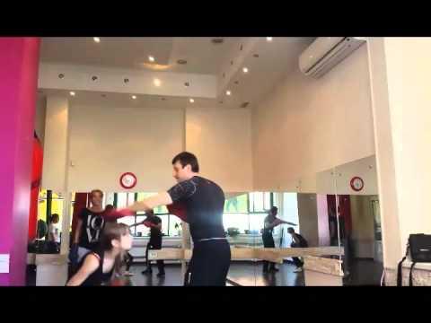 Тренировка по женской самообороне