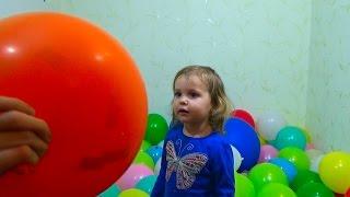 Воздушные шарики конфетти праздник Balloons with children confetti(Играются в шариках, лопают шарики, конфетти. Play with balloons, confetti and burst balloons Спасибо, что смотрите мое видео!..., 2015-03-25T14:13:48.000Z)
