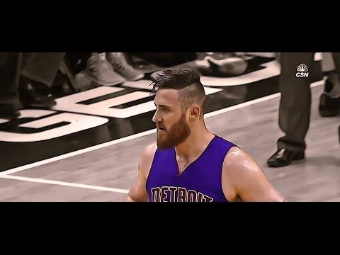 Aron Baynes sets the screen and Ramon Sessions loses his sh**t