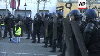 Heavy security as protests get underway in Paris