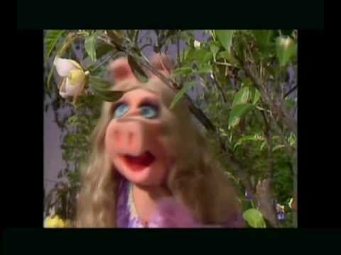 Peggy from muppets Vs Arch Enemy, Peggy de los muppets cantando Arch Enemy