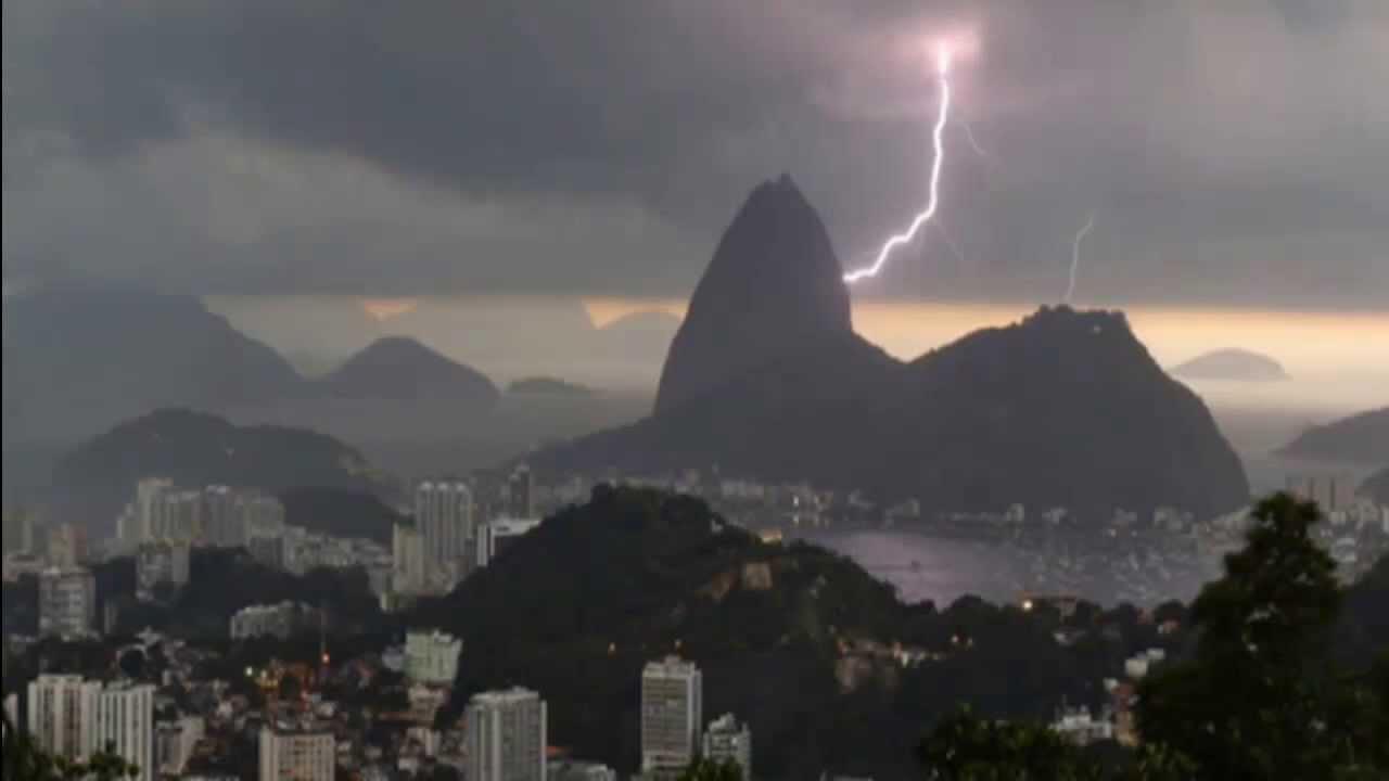 Blitz Zerstört Die Christus Statue In Rio De Janeirobrasilien 2014