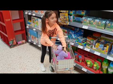Emily Doing Shopping with her Dolls