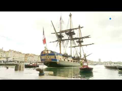 Arrivée de l'Hermione dans le Vieux-Port de Marseille