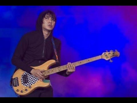 Thomas Ramdhan Solo Bass ( Best Indonesian Bassist ) Wow..Amazing!!!
