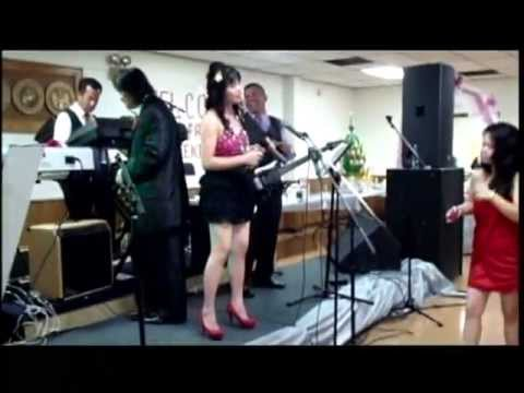 Lao song: ຈັນສະໝອນ Chansamone Phetsomphong at a wedding in Wooster Ohio 08112012