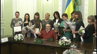 Геннадий Кернес поздравил лучших женщин города Харькова с праздником весны