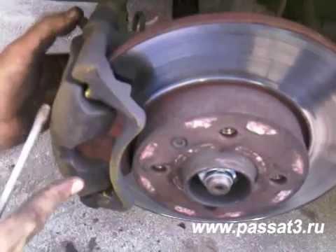 Видео замены передних тормозных колодок VW Passat