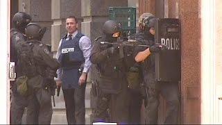 Australia: la polizia tratta con l