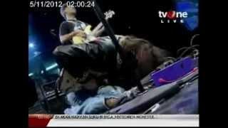 2012 Rama Satria & The Electric Mojos Arya Satria Claproth at Radio Show Love Hate Relationship