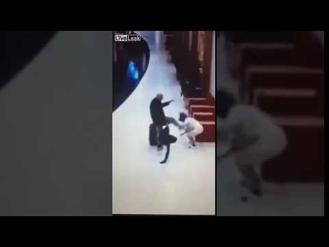 Swedish tourist kicked the woman in the head!