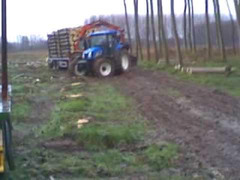 2 trattori nel fango