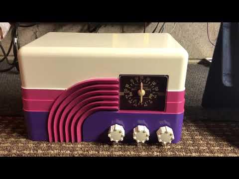"""Rainbow"" or ""Baby Champ"" Northern Electric 5002 Vintage Retro Tube Radio."