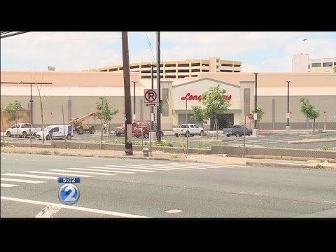 Lawmakers discuss homeless concerns as retailers prepare to open in Iwilei