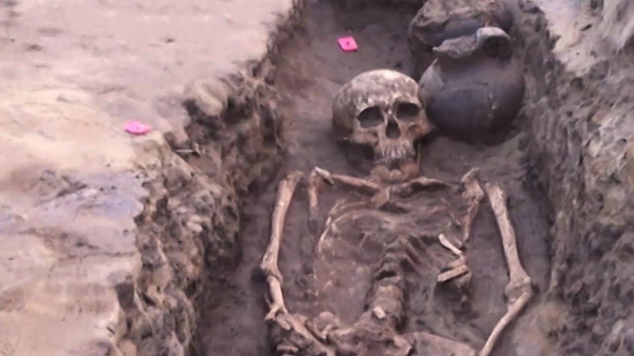 Волгоградец нашел в огороде древнее захоронение