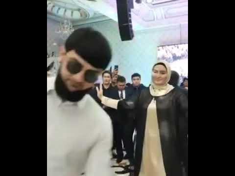 Ислам Итляшев Танцует Лезгинку Под Хит 2021 ЦЕНИ ДРУЗЕЙ ЛЮБИ РОДНЫХ Супер Новинка