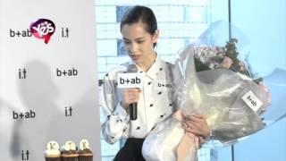 日本混血藝人水原希子相隔約一個月再度訪問香港到銅鑼灣欣賞服飾品牌發...
