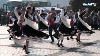 Керчане объелись армянских шашлыков и русских блинов с икрой