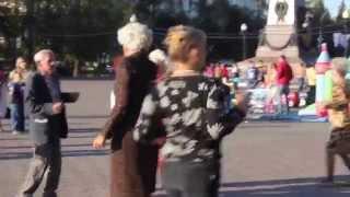 Зажигательные танцы иркутских пенсионеров