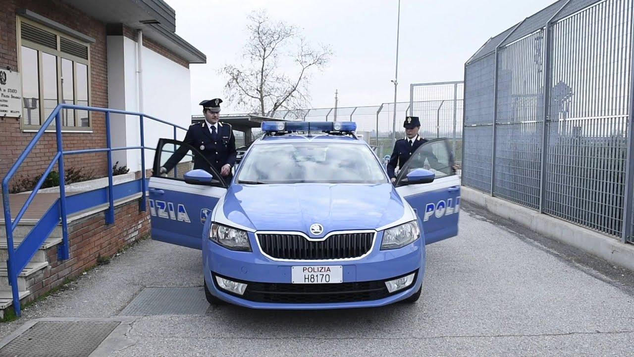 La polizia di stato con le donne youtube for Polizia di permesso di soggiorno