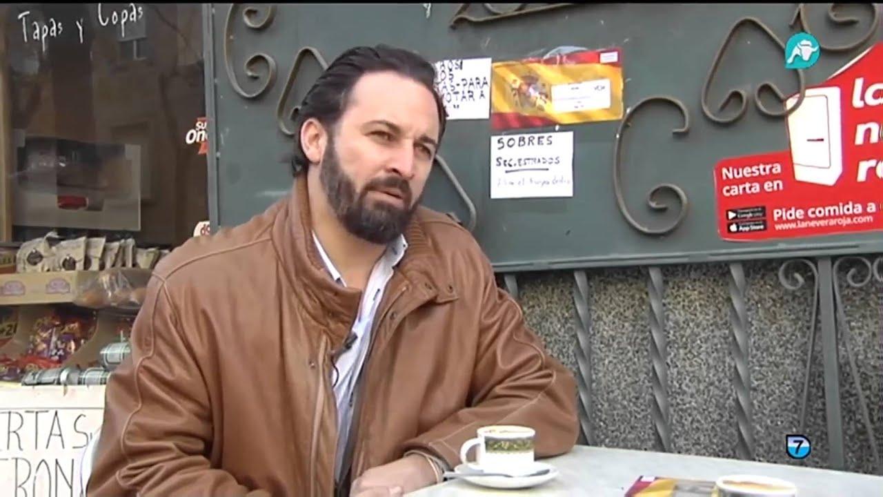 nueva llegada 03ae8 fb4e4 El padre de Monedero se rebela contra su hijo y llena su bar de banderas de  España