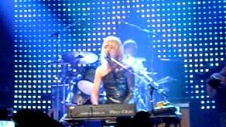 Metric - Give Me Sympathy (Live)