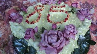 Как украсить торт живыми цветами.