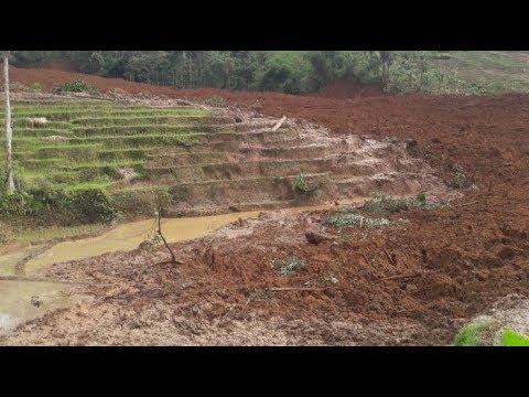 Longsor di Brebes Timbun Petani - BREAKING NEWS