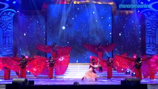 Vedhika rock the stage at The Vanitha Film awards Promo