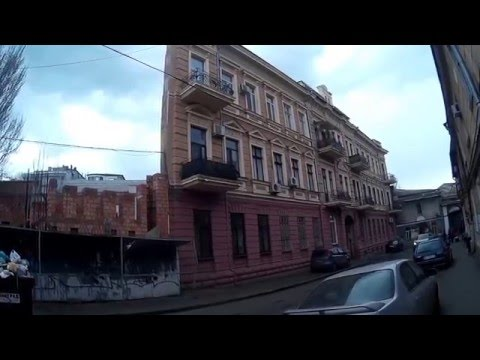 Дом из одной стены. Walk in the center of Odessa . House of one wall
