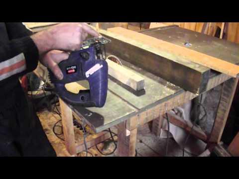 видео: Как пилить электро лобзиком без сколов