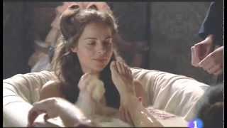 Repeat youtube video Elisa Mouliaá's Feet - Aguila Roja