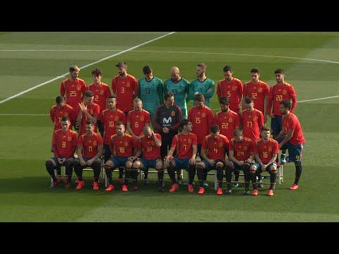 La selección posa con la polémica camiseta del Mundial
