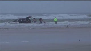 Amazing Water Rescue:  Kids Pulled From Minivan